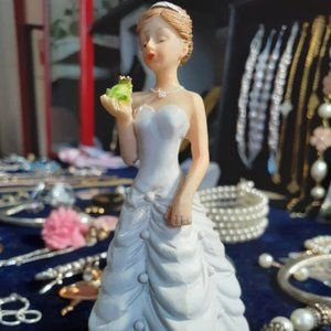 Bride Kiss Frog Prince Fairytale Weding Caketopper